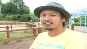 【ゲイ動画ビデオ】人気の筋肉ノンケイケメンモデル、村上武と牧場イチャイチャデートしてみよう♪