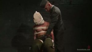 【ゲイ動画】拷問官と囚われ兵士の尋問巨根SMファック! 本場アメリカの筋肉マッチョイケメンによるミリタリーハードプレイ!