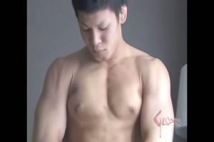 【ゲイ動画】身体がデカ過ぎて巨根が霞むレベル! ゴリゴリ筋肉マッチョなノンケイケメンの大迫力オナニー!