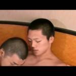 【ゲイ動画】短髪のスリムな筋肉イケメンとマッチョ親父の雄交尾! おっさんがじっくり巨根でアナルにセックスの気持ちよさをレクチャー!