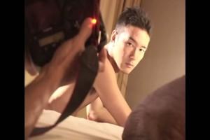 【ゲイ動画】雑誌モデル並のハイレベルな筋肉イケメンは巨根オナニーすら絵になるわ!