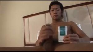 【ゲイ動画】たばこと比べても判る特大ごんぶとサイズの巨根! そんな筋肉イケメンをザーメンパックで白く塗れ!