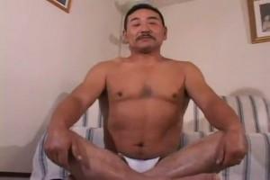 【ゲイ動画】クマ系中年のオナニー、アナルセックスに惚れる! こんなガチムチ貫禄親父を掘りたい、身体を預けたい!