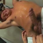 【ゲイ動画】巨根すぎる完全ノンケな筋肉イケメン、強面筋肉ゴーグルマンのバキュームフェラとアナル舐めにザーメン飛ばしまくり!