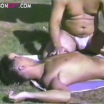 【ゲイ動画】スリム系イケメンやガチムチ系イケメンなど、様々なタイプの野郎がプールではしゃぎながらアナルセックス! 青い恋男たち