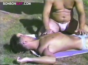 【ゲイ動画ビデオ】スリム系イケメンやガチムチ系イケメンなど、様々なタイプの野郎がプールではしゃぎながらアナルセックス! 青い恋男たち