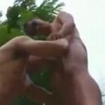 【ゲイ動画】イモ系スジ筋坊主のマッチョファック! 山の中で巨根を咥える金髪イケメン!