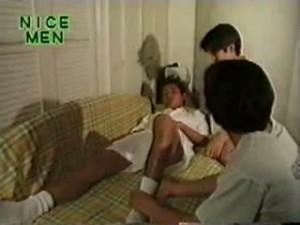 【ゲイ動画】スリ筋の浅黒い肌のジャニーズ系美少年の綺麗なアナルをクスコで開いて中を見る!