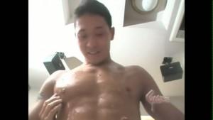 【ゲイ動画】筋肉マッチョイケメンがノンケセックスで自慢の巨根を打ち付ける!