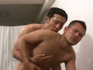 【ゲイ動画ビデオ】爽やか筋肉イケメンラガーマン、練習のあとはベッドの上で熱いアナルセックスで絆を深める!