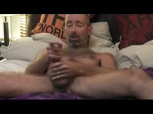 【ゲイ動画】オルガズムヨガからオナニーに変わり、ピアス付き巨根を扱きまくる外人のいぶし銀中年男性!