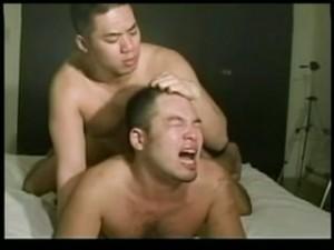 【ゲイ動画ビデオ】裸エプロンのガチムチマッチョイケメンがスーツ筋肉イケメンとイチャイチャセックス♪