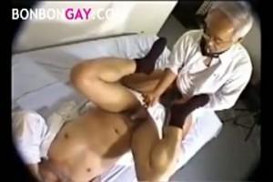 【ゲイ動画ビデオ】眼鏡のでっぷりとした老年男性がオナニーを初披露したり、社内でねっとりいやらしいアナルセックス! 社内情事