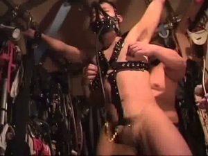 【ゲイ動画ビデオ】フィストファックにガスマスク尿道責め! 肉体改造されたガチムチマッチョ野郎の超絶ハードSM!