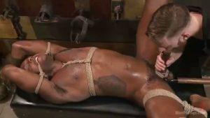 【ゲイ動画ビデオ】爽やか筋肉マッチョ黒人イケメンが、緊縛され電マで嬲られ巨根大勃起!