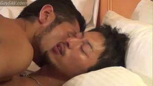 【ゲイ動画】やって来たタチモデルはなんと真崎航! 緊張しながらもテンシャン上がった筋肉イケメン、汗だくになりながらイチャイチャラブセックスしちゃう♪