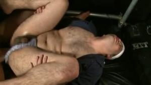 【ゲイ動画ビデオ】ノンケだが男にも興味がある肉食系ガチムチイケメンがスタッフの手コキに悶絶ザーメン噴射!
