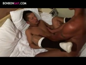 【ゲイ動画】二十歳の筋肉マッチョイケメンがバキュームフェラでザーメン噴出! 巨根も胸筋もヒクヒク動いちゃう! ManQuest6