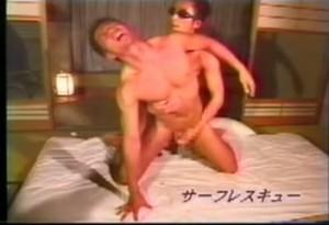 【ゲイ動画ビデオ】日に焼けたマッチョボディに甘いマスク。サーファー系イケメンの筋肉乱舞アナルファック!
