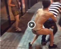 【Vine動画】夜の繁華街にTバック姿のジャニーズ系スリム筋肉美少年が登場w