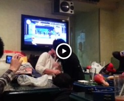 【Vine動画】カラオケボックスで女子に囲まれキスしちゃうジャニーズ系イケメンDKの二人w