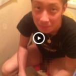 【Vine動画】トイレ中を凸撮影されても動じないしょうゆ顔イケメンがマジイケメンなんだけどw
