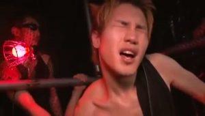 【ゲイ動画】EXILE系スリム筋肉美少年を野郎達が連結ファック! 巨根で繋がり腰を振り合ってアヘ堕ち!