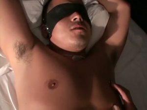 【ゲイ動画】乳首ピアスに亀頭ピアス! むっちりセクシーなやんちゃ系筋肉マッチョイケメンを手錠で拘束、目隠しして焦らし巨根ファック!