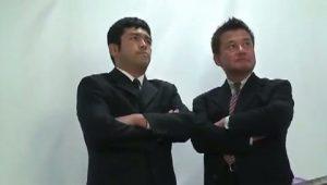 【ゲイ動画】ガチムチ中年部長にゲイビデオ出演を知られてしまった筋肉イケメン社員、脅迫されながらの社内スーツファック!