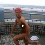【Vine動画】安心してください……え、そっち!? ジャニーズ系筋肉イケメン、野外でまさかの全裸マン!