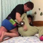 【Vine動画】ガチムチマッチョに脱がされそうになり、必死の抵抗を見せる筋肉イケメンの闘いw