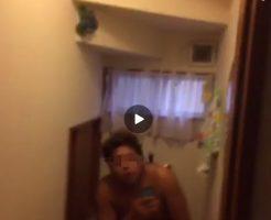 【Vine動画】全裸で用を足す褐色系ガチムチ筋肉マッチョイケメンくんw