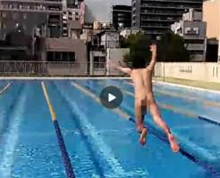 【Vine動画】夏休み、無人のプールに全裸で飛び込むジャニーズ系スリムイケメンが青春すぎる♪