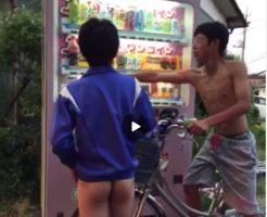 【Vine動画】可愛いお尻を曝しながら自販機でジュースを買う美少年と上半身裸のジャニーズ系スリ筋イケメンくん…ここは南国かw