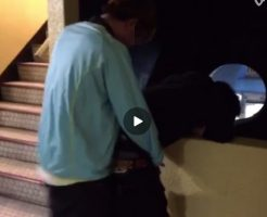 【Vine動画】階段の踊り場で立ちバックガン突きしているジャニーズ系スリム美少年w