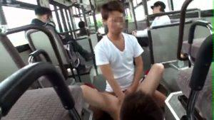 【ゲイ動画】卑劣な痴漢の餌食になるのは十八歳のジャニーズ系スリム美少年! バスの車内で巨根を綺麗なアナルにぶち込まれ失神寸前!