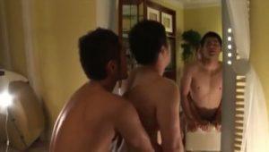 【ゲイ動画】初撮りで緊張している柔道経験者のガチムチ童顔イケメンを、筋肉イケメンモデルの真崎航様が優しく激しく巨根で責めまくり♪