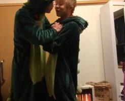 【Vine動画】怪獣着ぐるみを着たジャニーズ系美少年達が喧嘩…からガチキスにハッテンw