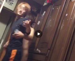 【Vine動画】金髪やんちゃ美少年が、全裸のジャニーズ系童顔イケメンに連行されるというシュールな光景w