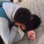 【Vine動画】親友からのガチキスを嫌がって逃げるも路上に押さえつけられベロチューされちゃったジャニーズ系童顔イケメンw