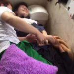 【Vine動画】ジャニーズ系美少年が二人のやんちゃ系筋肉イケメンに押さえつけられけしからん巨根をシコられとるw