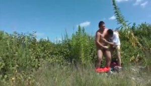 【ゲイ動画ビデオ】野外オナニーの開放感が病みつきに! ぽっちゃり寄りなガチムチ筋肉童顔イケメンくんが乳首を舐められながら巨根をシコってザーメン噴射!