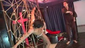 【ゲイ動画ビデオ】プロ緊縛師を招いて筋肉マッチョ美青年を拘束ショー! 蝋燭を垂らされアナルストッパーをケツマンコに刺されて巨根を扱く地獄の責め苦!