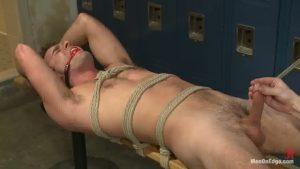 【ゲイ動画】緊縛された筋肉白人美青年、二人のマッチョ野郎に吊り下げスパンキングや手コキフェラで徹底的に凌辱調教される本気のSM!