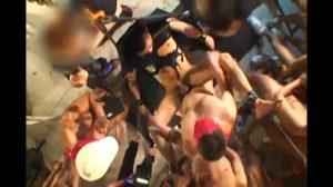 【ゲイ動画】ケツ掘りブランコというまな板の上にヒクつくケツマンコが置かれ、巨根でズコズコ掘って料理する! 筋肉マッチョイケメン拘束輪姦ファックショーで潮吹き!