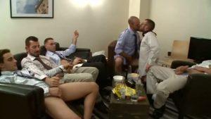 【ゲイ動画ビデオ】酒を片手にオフィス会議をしてみた結果、大乱交フェラパーティにハッテンしちゃった白人イケメン筋肉サラリーマンたち! 巨根がビンビン勃起したままおさまらねぇっ!