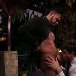 【ゲイ動画】夕暮れのプールで筋肉スーツイケメンの外人がキス、そして激しい雄プレイ! 耽美なムードがエロ綺麗!