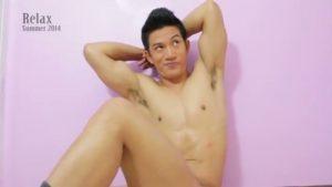【ゲイ動画】透けた水着に浮かび上がる青筋走る巨根! 正当ハンサムなアジア系筋肉マッチョイケメンを堪能しようず!