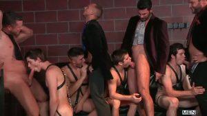 【ゲイ動画ビデオ】中年マッチョセレブたちが自慢の美麗白人美少年奴隷を並べてオナニーを競わせたり尺八を競わせたりと淫らな宴を開催!