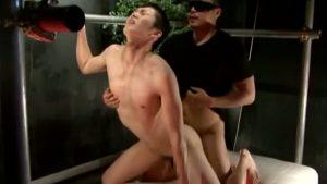 【ゲイ動画】超絶モロ感のEXILE系筋肉イケメンが乳首ナメでアヘりまくり、バックからの強烈ピストンでトロ顔に!